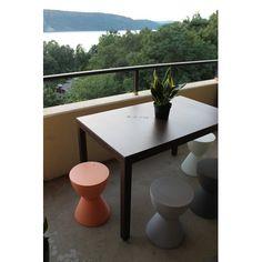 Respondé Jug Dining Table Frame Finish: White, Top Finish: Forest