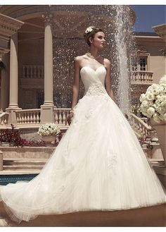GLAMOROUS TULLE BALL GOWN SWEETHEART NECKLINE NATURAL WAISTLINE WEDDING DRESS IVORY WHITE LACE BRIDAL GOWN