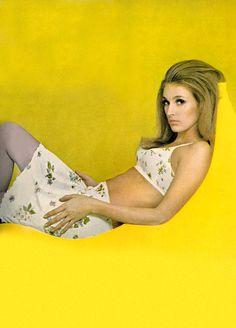 More like, Hello, Yellow. Photo by Helmut Newton for Vogue, Sixties Fashion, 60 Fashion, Yellow Fashion, Colorful Fashion, Fashion History, Vintage Fashion, Fashion Outfits, Fashion Design, Retro Fashion