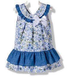 Precioso vestido de verano para niña en piqué y plumeti en color azul de moda infantil