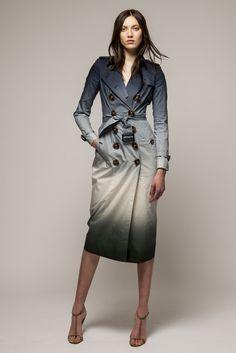 Burberry Prorsum Resort 2015 [Photo by Ben Wright] Tie&dye trench coat Burberry Prorsum, Burberry Trench, Burberry 2015, Burberry Bags, High Fashion, Winter Fashion, Fashion Show, Womens Fashion, Fashion Trends