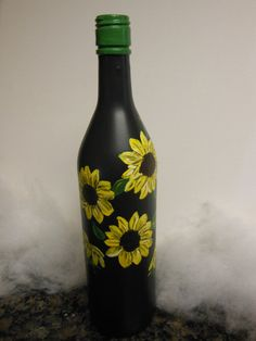 Sunflower fields hand painted wine bottle by lorri Wine Bottle Design, Wine Bottle Art, Wine Bottle Crafts, Mason Jar Crafts, Mason Jar Diy, Painted Glass Bottles, Painted Wine Glasses, Decoupage, Bottle Painting
