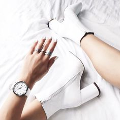 Ideas for my white boots Sock Shoes, Cute Shoes, Me Too Shoes, High Heels, Shoes Heels, Footwear Shoes, Shoes Sneakers, White Boots, Looks Cool