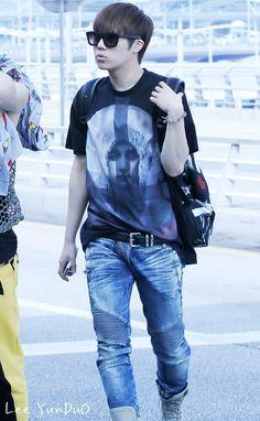 Infinite Sunggyu airport fashion