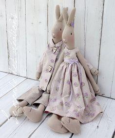 "Képtalálat a következőre: ""Maileg Rabbit pattern"" Maileg Bunny, Tilda Toy, Fabric Animals, Fabric Toys, Cat Doll, Sewing Toys, Stuffed Animal Patterns, Soft Dolls, Doll Patterns"