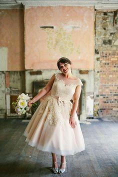 Short Dress Bride Bridal House Mooshki Sweet Cute Gown Rustic Laid Back Tipi Wedding http://helenrussellphotography.co.uk/