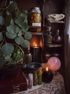 Gum tips on an altar, nice one. Witch Cottage, Witch House, Gothic Home, Witch Room, Wiccan Decor, Wonderful Day, Witch Aesthetic, Aesthetic Dark, Aesthetic Drawing