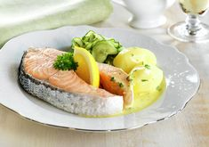 Boiled Oslo Salmon with Cucumber Salad and Butter Sauce - Chef's Pencil Retro Recipes, Great Recipes, Ethnic Recipes, Butter Sauce, Butter Recipe, Fish Cutlets, Norwegian Food, Norwegian Recipes