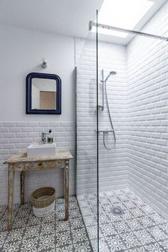 Free Bathroom Renovation Ideas Where to locate free bathroom design ideas Rather than paying an arm and a leg for the designer bathroom that someone else has designed for you why not do-it-yourself… Laundry In Bathroom, Bathroom Makeover, Shower Room, Bathroom, Bathroom Flooring, Bathrooms Remodel, Bathroom Design, Bathroom Decor, Tile Bathroom