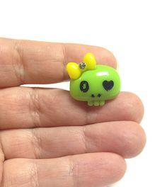 Green skull ring skull with bow ring Halloween ring by PokeysWorld