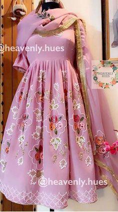 Party Wear Indian Dresses, Indian Bridal Outfits, Dress Indian Style, Pakistani Outfits, Punjabi Suits Designer Boutique, Indian Designer Suits, Embroidery Suits Design, Embroidery Dress, Saris