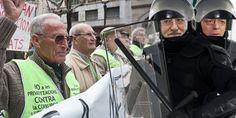 PP: ¿Prohibido Protestar?: http://www.avaaz.org/es/protestar_no_es_criminal_10/?cbePDcb
