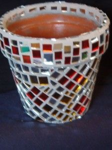Macetas decoradas con ceramicas Mosaic Flower Pots, Mosaic Patterns, Potted Plants, Stepping Stones, Origami, Flora, Projects To Try, Room Decor, Pottery