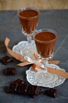 Nalewka czekoladowa na rumie jest jedną z ulubionych mojej rodziny. I trudno się dziwić, bo ma wyraźny smak, a zarazem jest delikatna ... Chocolate Fondue, Rum, Alcoholic Drinks, Tableware, Food, Alcoholic Beverages, Dinnerware, Meal, Dishes