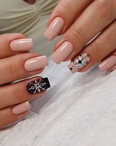 Apr 2020 - The best new nail polish colors and trends plus gel manicures, ombre nails, and nail art ideas to try. Get tips on how to give yourself a manicure. Nail Design Glitter, Nail Design Spring, Winter Nail Designs, Nail Art Designs, Design Art, New Nail Art Design, Design Ideas, Classy Nails, Fancy Nails
