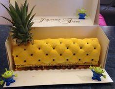 Recette - Bûche ananas- noix de coco | 750g Mousse Fruit, Christmas Travel, Desserts, Inspirer, Ajouter, Biscuits, Charlotte, Rolls, Trunks