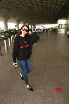 Mumbai: Karisma Kapoor spotted at airport - Social News XYZ