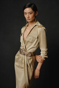 Timeless, understated, unforgettable: the spirit of Collection's muse endures for Pre-Fall 2021. Discover the silhouettes of our latest collection. Ralph Lauren Looks, Ralph Lauren Style, Ralph Lauren Collection, Spring Summer Fashion, Autumn Winter Fashion, Fall Fashion, Safari Jacket, Fashion Show Collection, Fashion News