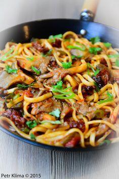 Nudle Udon s hlívou ústřičnou a rajčaty Spaghetti, Food And Drink, Cooking, Ethnic Recipes, Fitness, Milan, Diet, Asia, Kitchen