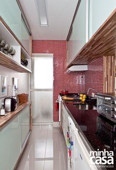 Revista MinhaCASA - 7 cozinhas pequenas do tipo corredor