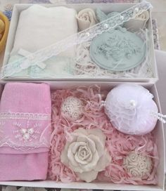 Soap Gifts, Spa Basket, Soap Packing, Cupcake Soap, Rose Gift, Craft Show Displays, Art N Craft, Soap Molds, Diy Candles