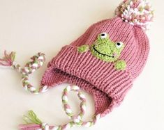 Kids hats handmade toys nursery decors and more: por en Etsy Kids Winter Hats, Warm Winter Hats, Kids Hats, Knit Beanie Hat, Knitted Headband, Pom Pom Hat, Pom Poms, Rosa Hut, Knitted Hats Kids