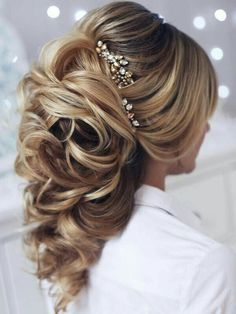Sophisticated and beautiful wedding hairstyle! find your dream wedding gown www.customdreamgowns.com