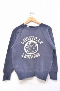 サイズの詳細はこちらをご覧ください。*ボディに色褪せがございます。*             サイズ表記 M  肩幅 --cm  身幅 54cm    着丈 51cm  袖丈 55cm(脇から袖先) … Vintage Sweaters, Vintage Shirts, Vintage Outfits, Vintage Fashion, Printed Tees, Mens Sweatshirts, Sport Outfits, Sportswear, Shirt Designs
