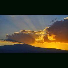 Ningún #Atardecer será el mismo contemplalos y veras en cada uno algo especial  ------------------------------------- #Toluca #Metepec #NevadoDeToluca #xinantecatl #volcan #sunset #landscape #paisaje #fotografia #picoftheday