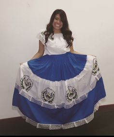 traditional dress from El Salvador / vestido tipico de El Salvador