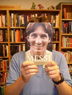 Boekface: met Lionel Messi en 'Stoner' het lezen promoten - nrc.nl