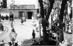 La calle de La Cruz Verde, en esa misma esquina estuvo el Consulado Americano a principios del siglo XX, Que detalle el de las lámparas de Gas!