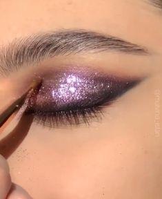 Purple Makeup Looks, Purple Eye Makeup, Edgy Makeup, Glamour Makeup, Glitter Eye Makeup, Eye Makeup Art, Flawless Makeup, Skin Makeup, Eyeshadow Makeup