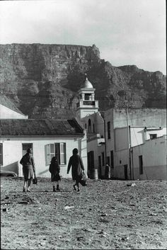Distric Six Cape Town Pic Ian Bruce Huntley It is written that Cape Town's Zambezi Restaurant in Hanover Street, District Six,. Cape Town South Africa, Colonial Architecture, Out Of Africa, Most Beautiful Cities, African History, Old Photos, Hanover Street, Cape Dutch, Forget