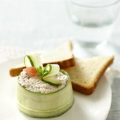 Timbaaltjes van tonijn en komkommer I Love Food, Good Food, Yummy Food, Appetizers For Party, Appetizer Recipes, Healthy Snacks, Healthy Recipes, I Foods, Tapas