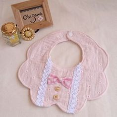 New sewing baby projects shower gifts kids Ideas Sewing Machine Projects, Baby Sewing Projects, Sewing To Sell, Sewing For Kids, Sewing Toys, Sewing Crafts, Baby Bibs Patterns, Gifted Kids, Baby Crafts