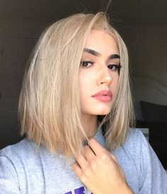 Effortlessly Gorgeous Sandy Blonde Bob Hairstyles 2019 To Mesmerize Anyone Frisuren Cute Hairstyles For Medium Hair, Blonde Bob Hairstyles, Haircut For Thick Hair, Medium Hair Cuts, Short Hair Cuts, Short Hair Styles, Haircut Medium, Bob Styles, Hairstyles Videos