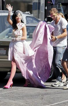 hot n cold wedding dress | Katy Perry Hot And Cold Wedding Dress