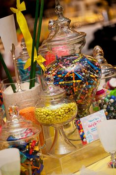 Love, love, love this kid's table centerpiece - I will do an art party someday! This is too cute!