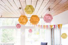 Decoration ideas for kids birthday party, pink pale orange, instructions: http://kaikkimitahalusin.com/tag/diy/