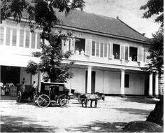 Kantoren in de bedenstad te Batavia. Ca 1890