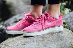 NIKE-AIR-FORCE-1-LOW-WMNS-(PINK)-1