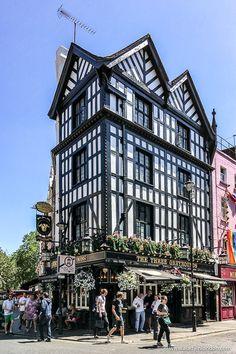 A pretty pub in Soho, London. This area is great for London walks. Click through… A pretty pub in Soho, Best London Pubs, Best Pubs, London Places, London Nightlife, Highgate Cemetery, London Blog, British Pub, Sweden Travel, Pub Crawl