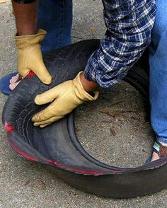 TUTORIAL: for tire planters (with an attitude, lol) Tire Planters, Flower Planters, Backyard Projects, Garden Projects, Tire Garden, Pallets Garden, Tire Craft, Painted Tires, Tire Furniture