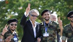 Bernard-Henry Lévy interdit de rentrer en France - http://boulevard69.com/bernard-henry-levy-interdit-rentrer-en-france/