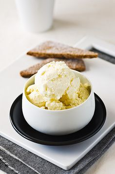 lime cheesecake ice-cream with gingerbread