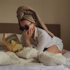 Image about girl in indie🗝 by Vogue on We Heart It Beige Aesthetic, Orange Aesthetic, Foto Pose, My Vibe, Sweater Weather, Belle Photo, Ideias Fashion, Vogue, Mood