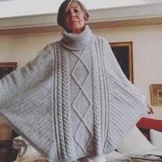 """Maria Lucila Cavanagh on Instagram: """"Con el video de mas tarde terminamos esta serie tan entretenida de #puntosdeslizados , haciendo dibujos con rombos 🔹️🔷️💙👌🧶 #tejer…"""" Namaste, Knit Crochet, Turtle Neck, Knitting, Sweaters, Instagram, Diy, Fashion, Vestidos"""