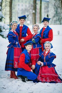 The beauty of folk costume. Just like in other parts of the world, in the old days the folk clothing was one of the main elements of Polish rural culture inscribed into the rich patterns of festivi… Polish Clothing, Folk Clothing, Historical Clothing, Poland Costume, Polish Folk Art, European Dress, Country Dresses, Folk Costume, Boy Costumes
