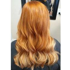 Strawberry Blonde Hair: Light & Dark Highlights and Style Ideas Strawberry Blonde Highlights, Dark Highlights, Shades Of Blonde, Blonde Color, Blonde Sombre, Bleached Hair, New Hair Colors, Ginger Hair, Cute Hairstyles